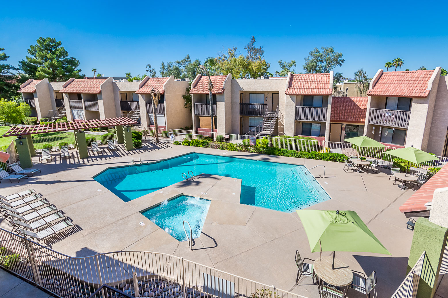 Glenridge Apts - Pool - Online-3